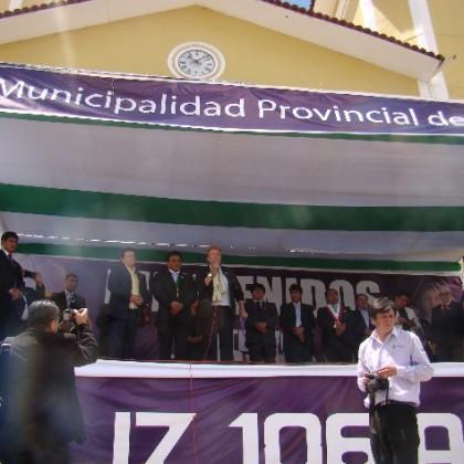 ESCAES  Y LA FUNDACION AYUDA EN ACCIÓN HACEN ENTREGA EN CALIDAD DE DONACION DE UNA RETROEXCAVADORA A LA MUNICIPALIDAD PROVINCIAL DE CUTERVO EN CEREMONIA PUBLICA EL PASADO 22 DE OCTUBRE DEL 2016